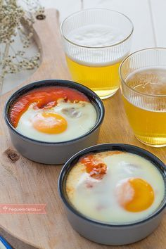Huevos al plato , Los huevos al plato son una receta fácil, ideal para una cena rápida. Descubre cómo hacer huevos al plato paso a paso, una receta barata y deliciosa. Egg Recipes, Cooking Recipes, Cooking With Kids, Food Network Recipes, Breakfast Recipes, Food And Drink, Yummy Food, Meals, Healthy