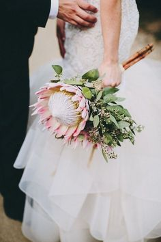 Modern Parker Palm Springs Wedding ⋆ Ruffled protea bouquet, photo by Lauren Scotti Protea Flower, Single Flower Bouquet, Flower Bouquet Wedding, Flower Bouquets, Gerbera Bouquet, Single Flowers, Boquet, Boho Wedding, Dream Wedding