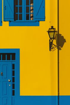 United colors of Portugal. Aesthetic Colors, Aesthetic Photo, Mellow Yellow, Blue Yellow, Minimalist Photography, Photo Backgrounds, Screen Wallpaper, Wall Collage, My Favorite Color