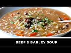 "Essayer ma version MIJOTEUSE de la traditionnelle soupe au ""barley""... Elle vous charmera à coup sûr! Slow Cooker Beef, Slow Cooker Recipes, Crockpot Recipes, Soup Recipes, Angle Food Cake Recipes, Roasted Parsnips, Beef Barley Soup, Sauteed Vegetables, Different Vegetables"