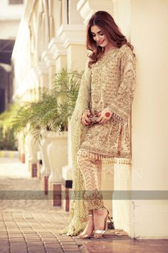 Clothes Sexy Women Clothes Source by Best Picture For clothes for women elegant For Your Taste You are looking for something, and it is Pakistani Party Wear Dresses, Pakistani Wedding Outfits, Indian Dresses, Eastern Dresses, Afghan Dresses, Pakistani Couture, Shalwar Kameez, Indian Fashion, Women's Fashion