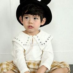 April T-shirt is a product from the Mini Dressing - Spring 2017 collection. You can order it at our online wholesale market for Korean children fashion brands. 4 Kids, Children, Kids Socks, Boutique Clothing, Most Beautiful Pictures, Fashion Brands, Kids Outfits, Kids Fashion, Dressing