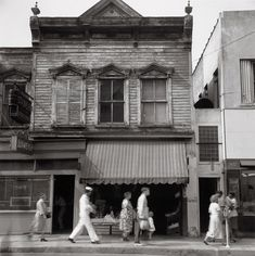 "blakegopnik: "" DAILY PIC: This shot, titled ""Charleston Street"", was taken in 1952 by Robert Rauschenberg and is on view for a view more days in a show of his photos at Pace/MacGill Gallery in New. Robert Rauschenberg, Black Mountain College, Gagosian Gallery, Charleston Style, Like Image, Monochrome Photography, Still Life Photography, Wedding Photography, Historical Pictures"
