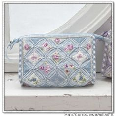 Lots of beautiful quilted bags. Inspiration only