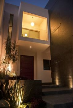 Detalle de acceso: Puertas y ventanas de estilo Moderno por fc3arquitectura