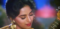 Madhuri Dixit in Hum Aapke Hain Kaun Bollywood Wedding, Vintage Bollywood, Bollywood Saree, Indian Bollywood, Bollywood Fashion, Bollywood Images, Bollywood Celebrities, Beautiful Bollywood Actress, Beautiful Actresses