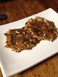Cauliflower and Zuccini fritters Banting Recipes, Low Carb Recipes, Clean Recipes, Real Food Recipes, Zucchini Fritters, Low Carb Keto, Healthy Fats, Cauliflower, Vegetarian