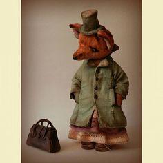 Продолжим? Еще ракурс и застегнутое пальто. Про пальто...... такие карманы шила первый раз и даже не знала,  как они называются,  потом Оксана @ogepner мне сказала как,  но я запомнила только какую то листОчку #лиса#mastercraft #хочу_в_ленту_yh #livemaster #teddi#teddishoes #всякаямелочевка #сумка#микросумка #минисумка#миниобувь #лисичкатедди #пальто