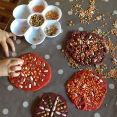 A beautiful idea for sensory play, using natural textures to create Play Dough rangoli mandalas Diwali Eyfs, Diwali Diy, Diwali Craft For Children, Art For Kids, Diwali Activities, Activities For Kids, Autumn Eyfs Activities, Preschool Crafts, Diy Crafts For Kids