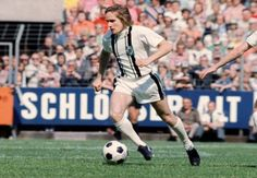 Finaliste de la Coupe d'Europe des clubs champions en 1977 contre Liverpool (Bor. M'Gladbach). Vainqueur de la Coupe d'Europe des vainqueur...