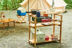 キャンプギアをDIY!変幻自在に使える木製キッチンテーブル | Hondaキャンプ | Honda Camping Style, Diy Camping, Camping Life, Camping Gear, Outdoor Camping, Camping Furniture, Diy Furniture, Chuck Box, Food Stands