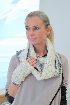Chunky textured cowl and fingerless gloves by kadabros on Etsy