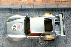 Diorama Cobblestone Street_Porsche 911 (SCX)   Diorama Calle Adquines #slot #slotcar #diorama #scalextric #ninco #carrera #scx  #diorama #street #cobblestone #alotslot #calle #callejon #adoquines #porsche #911 #scx