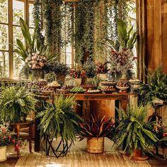 Mesa de doces com muito verde, inspirada em natureza, muito astral e amor! ♡ . . Loca Wedding Trends, Wedding Designs, Boho Wedding, Rustic Wedding, Wedding Flowers, Rustic Candy Bar, Large Flower Arrangements, Wedding Decorations, Table Decorations
