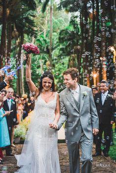 Foto de Casamento Espontânea com Bolhas de Sabão.