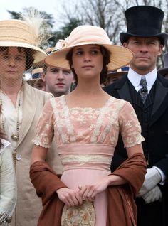 Alicia Vikander as Vera Brittain in Testament of Youth (2015).