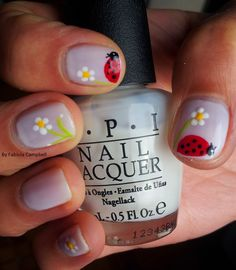 White with Flowers & ladybugs nail design - By Fabiola Campbell (Chile)
