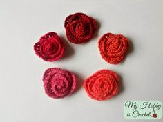 Crochet small rolled roses, free pattern