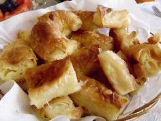 Placinta in foi ca la Bihor ( Bihor cheese pie) Romanian Food, Romanian Recipes, Cheese Pies, Dough Recipe, Dessert Recipes, Desserts, Macaroni And Cheese, Food To Make, Good Food