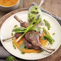 Wer hohen Besuch erwartet und diesem etwas ganz Besonderes servieren und dennoch Low Carb essen möchte, sollte diese Lammkoteletts ausprobieren.