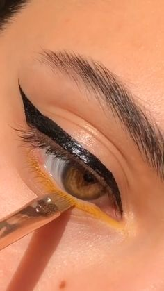 Makeup Eye Looks, Smokey Eye Makeup, Eyeshadow Makeup, Eyeliner, Yellow Makeup, Colorful Eye Makeup, Makeup Inspo, Makeup Tips, Makeup Makeover