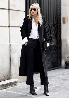 30 Minimalist Winter Outfits to Make Getting Dressed Easy Minimalist Winter Outfit, Minimalist Dresses, Minimalist Fashion, Minimalist Outfits, Stylish Outfits, Cute Outfits, Fashion Outfits, Fashion Trends, Office Outfits