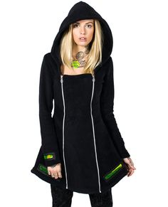 Fleece coat with structured design. Features a large hood and translucent viewport detail. Models wears size S with Skinny Jeans