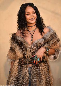 style,fashion-Rihanna looking 🔥at the dior cruise show in LAstylist style fashion fashionista fashionable menswear menstyle mensfashion wa Moda Rihanna, Estilo Rihanna, Rihanna Mode, Rihanna Riri, Rihanna Style, Beyonce, Best Of Rihanna, Rihanna Looks, Fashion Show Makeup