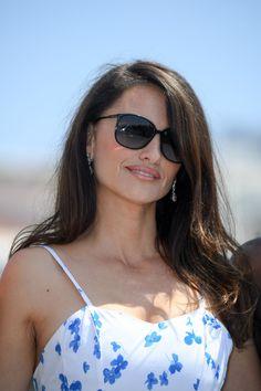 Penelope Cruz e gli occhiali da sole squadrati- CosmopolitanIT