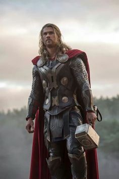 Thor (ES-PEC-TA-CU-LAR <3) No soy muy amiga de las películas de superhéroes, pero con éste tremendo churrazo quién no se motiva a verla (Igual la película es buena y entretenida).