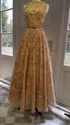 Blush silk embroidered gown, designed by Maria Grazia Chiuri for the House of Dior- embodying eighteenth century French fashion, Chiuri's evening gown is stunning Dior: Designer of Dreams, Part II- Style File Friday Vintage Gowns, Vintage Outfits, Vintage Fashion, French Fashion, Retro Fashion, Korean Fashion, Dior Designer, Designer Dresses, Dior Gown