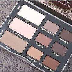 Too Faced Natural Matte palette is my favorite every day matte eye shadow palette. It's great for simple every day looks but also versatile since you can smoke out your eyes with the darker shades. #toofaced #tfnaturaleyes