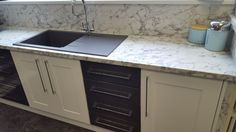 Great contrasts from egger 39 s premium kitchen worktops for Table 52 townsville