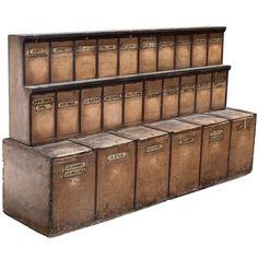 Attirant 18th Century Apothecary Cabinet