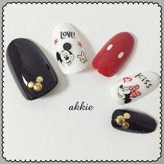 アッキーさんはInstagramを利用しています:「ミッキーとミニーネイル♡♡♡ ・ シールを使った簡単ネイル(∩^o^)⊃━☆゚.*・。・ 親指と小指は丸スタッズを使ってミッキーマークにしました(♡˙︶˙♡) ・ #ミッキーミニーネイル #ミッキーネイル #ミニーネイル #ディズニーネイル #100均ネイル #ネイル…」