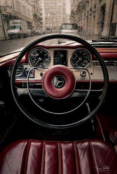 Burgundy at its best. Mercedes Benz Coupe - Marsala Pantone Color of the Year 2015 Mercedes Benz Coupe, Mercedes Classic Cars, Mercedes Sports Car, Mercedes Auto, Bmw Classic Cars, Luxury Sports Cars, Sport Cars, Marsala, Lamborghini