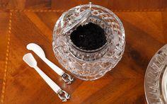 Tafelsilber: Kaviarschale aus Kristallglas, Foto: Sonja Quandt
