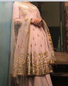 Pinterest • @KrutiChevli Punjabi Dress, Pakistani Dresses, Indian Dresses, Indian Outfits, Shadi Dresses, Lehnga Dress, Punjabi Suits, Punjabi Fashion, Indian Bridal Fashion