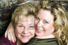 5068749-cute-mother-and-glamorous-daughter-in-a-family-portrait-pose-head-shot.jpg (1200×798)