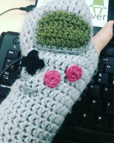 waaachel: Best gloves ever! #gameboy #handwarmers #geek #gameboy #microobbit
