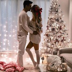 51 Merry Christmas Fashion Ideas for Couple Within this collection, you're find lifestyle model photos wearing a number of the Christmas trends. While much less common as […] Christmas Love Couple, Funny Christmas Pictures, Merry Christmas Photos, Very Merry Christmas, Family Christmas, Christmas Humor, Outdoor Christmas, Christmas Ideas, Christmas Tree Presents