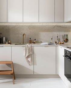 Basic Kitchen, New Kitchen, Kitchen Dining, Wall E, Modern Kitchen Design, Interior Design Kitchen, Beige Kitchen Cabinets, Outdoor Laundry Rooms, Diy Décoration