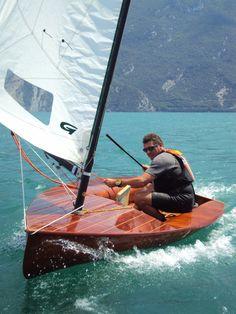 Moth Europe. Championnat d'Europe à Riva en Italie, 2012. Europe construit en Belgique en 2001 par Cristalli
