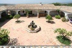 This is exactly like the house I designed. All the bedrooms come off the courtyard. Someday! Mexican Courtyard, Mexican Patio, Mexican Home Decor, Courtyard House, Hacienda Style Homes, Spanish Style Homes, Spanish House, Spanish Revival, Spanish Colonial