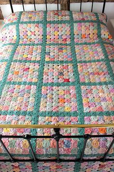 Vintage Home - Exceptional 1930s Welsh Yo Yo Quilt.