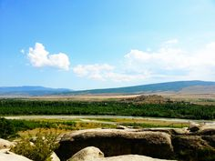 Vistas desde la ciudad cueva Uplistsikhe cerca de Gori