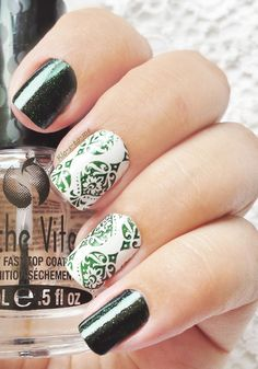 Green Damask China Glaze - Smoke and Ashes n°80618 ( The Hunger Games collection) Essie Blanc Mini Bourjois Anniversaire Année 1879 Pueen - Stamping Plate n°22