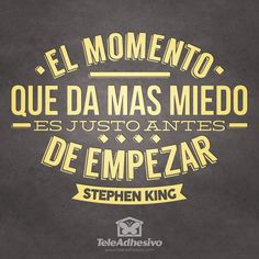 """Vinilo decorativo tipográfico de la frase célebre motivadora de Stephen King """"El momento que más miedo da es justo antes de empezar"""""""