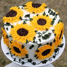 Cake decorating Gear: whenever you're decorating for birthdays and the holidays, you do not require each cake decorating tool on the market, however, you need a few fundamentals. Listed here are essential for cake decorating. Sunflower Birthday Parties, Sunflower Party, Sunflower Cakes, Sunflower Baby Showers, Sunflower Wedding Cupcakes, Sunflower Decorations, Sunflower Weddings, Cake Decorations, Pretty Cakes