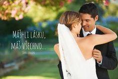 Přinášíme vám seznam nejoblíbenějších svatebních citátů, které můžete použít jak na svatebním oznámení, na svatebním blahopřání, tak i při svém svatebním projevu. Najdete zde citáty od slavných, méně slavných i zcela neznámých autorů.Seznam je pro lepší přehlednost rozčleněn na tři sekce, na vtipná motta, na citáty o lásce a na verše spojené s Biblí a
